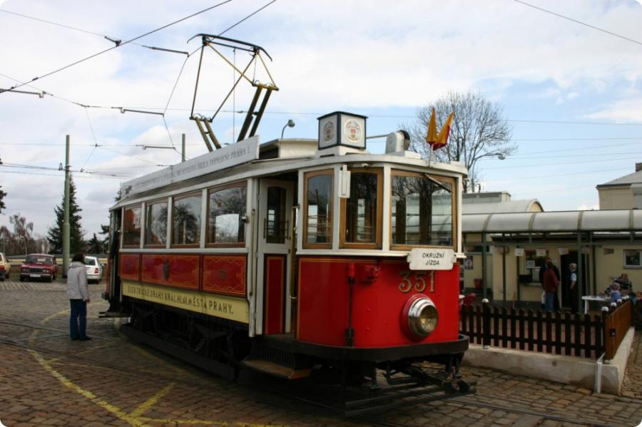 balade bord d un tramway historique prague weekends. Black Bedroom Furniture Sets. Home Design Ideas